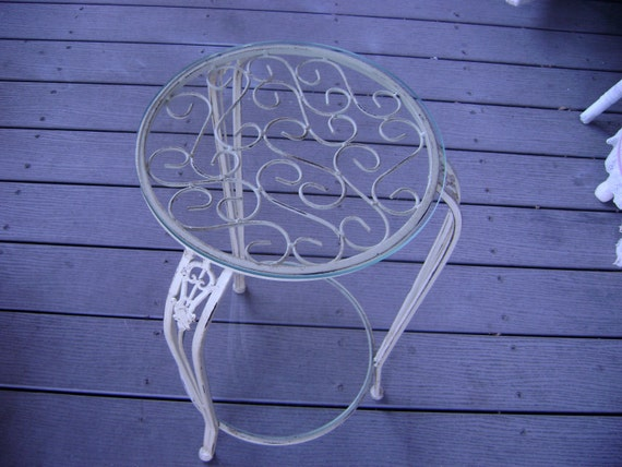 Shabby Vintage Plant Stand