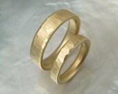 hammered wedding band set / matching wedding rings in 14k gold
