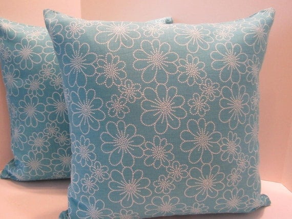 CLEARANCE - Pillow Cover Teal Blue Aqua Blue White Daisy Design - Country Cottage Chic - 16 Inch