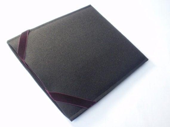 Kindle 3 Black German Wool Felt with Swiss Burgundy Elastic Ties Portrait