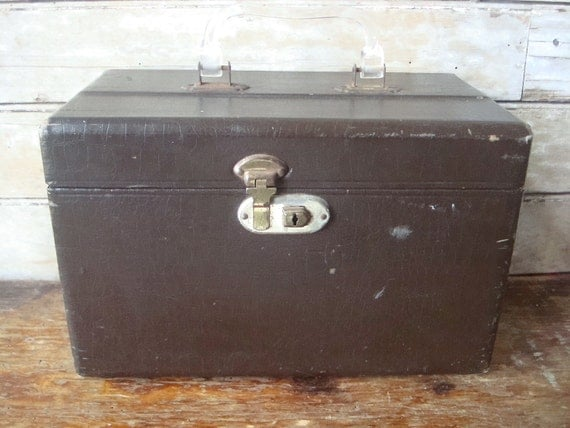 Vintage  Makeup Case Chocolate Brown 1950s or 60s Red Lining