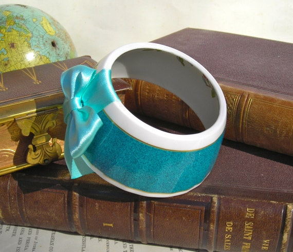 StayGoldMaryRose - Vibrant teal blue with inside leaf pattern tea cup bracelet with light blue hand made satin bow