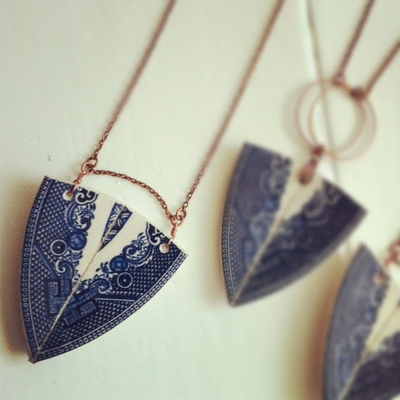 StayGoldMaryRose - Striking vintage willow china 'spear head pendant' necklace - LARGE BLUE PENDANT