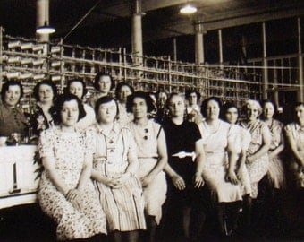 Vintage Photo Textile Mill Black and White Snapshot Women Vintage 1939 * vestiesteam * epsteam *
