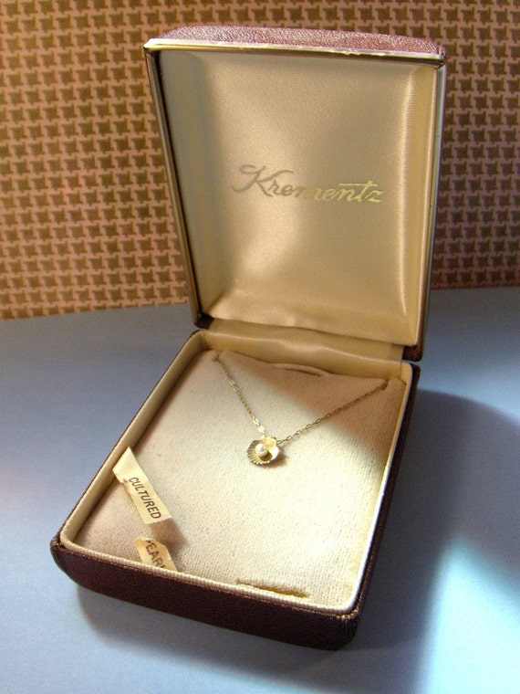 Krementz Necklace Cultured Pearl and Shell Vintage in Original Box