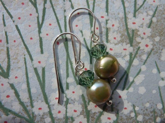Pearly green earrings
