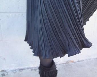 Vintage Black Flowing Pleated Skirt