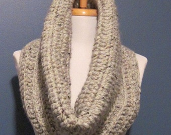 A Beautiful thick Gray Scarf cowl neckwrap neck warmer