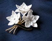 Vintage White Flower Brooch Pin with Rhinestones Ges Gesch