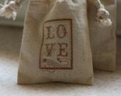muslin favor bags A LoVe StAmP x10, muslin wedding favor bags, gift bags for goodies, party favor bags, reception favor