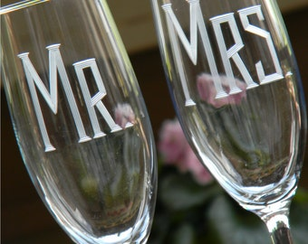 Wedding MR & MRS Champagne Toasting Flutes, Set of 2