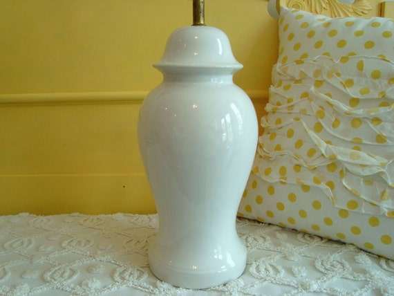 Vintage White Ceramic Ginger Jar Lamp Classic Shape