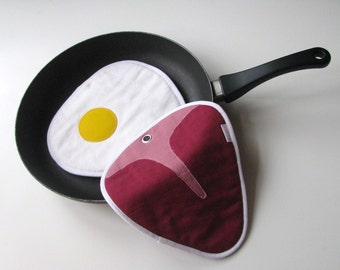 juicy steak and fried egg potholders - fun steak and egg potholders - fun kitchen potholders - foodie gift - meat and egg - sunny side up