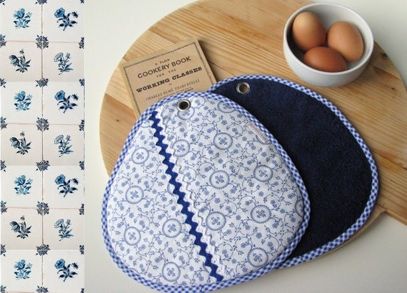 SALE blue and white floral cotton fabric pair of potholders - ostat