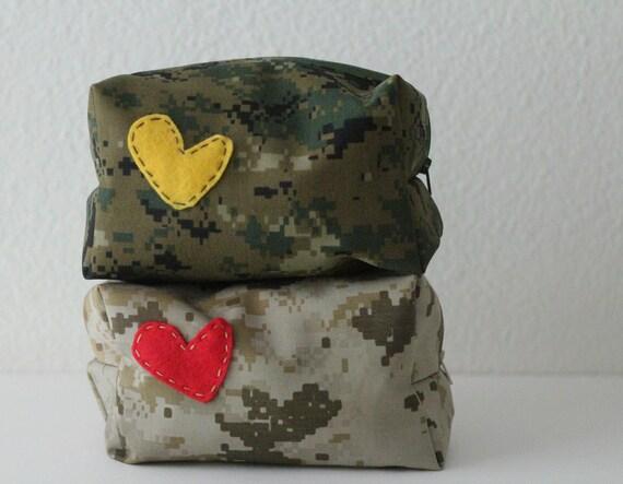 military makeup / toiletry bag (USMC green or desert digital)