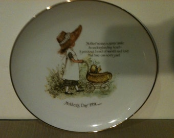 Holly Hobbie Mothers Day 1974 Collector Plate