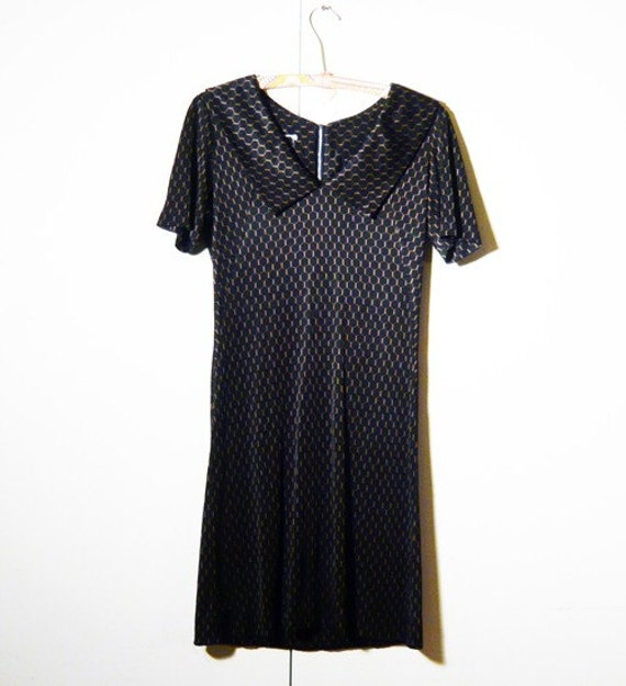 Silky Honeycomb Print Dress . Unique . Black . 1970s
