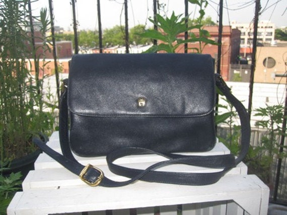 ETIENNE AIGNER Leather Bag . Roomy . Navy Blue . 1980s