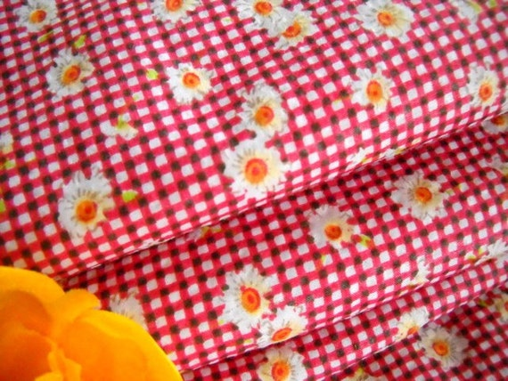 Vintage Fabric / Red  & White Gingham Daisies Seersucker / One Yard