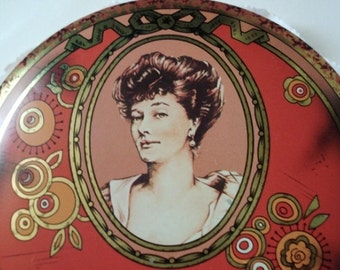 Vintage Face Powder Cameo Vanity Tin - DAHER ENGLAND  - Fascination - Flawless - 1950