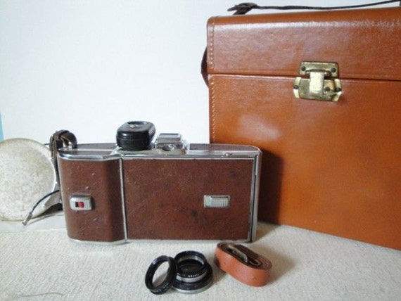Vintage POLAROID Land Camera 95A with Brown Leather Case and Accessories - 1950