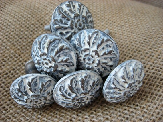 Set of 4 Cast Iron in Cream or Your Choice Color and Brass Vintage Style Floral Knobs or Pulls for Dressers or Cabinets