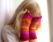 kids fingerless fairy mittens, variegated ombre gradient color red - orange - yellow - pink, crochet wool - Thumbellina mini