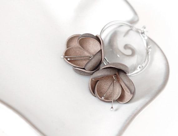 Modern style leather earrings in latte brown