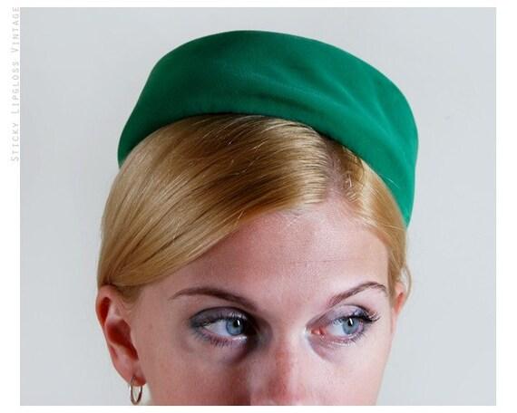 1960's Green Velvet Small Pillbox Hat by Betmar