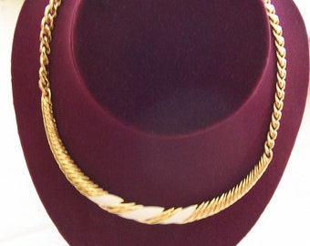 MoneT SigneD GolD NecKlacE