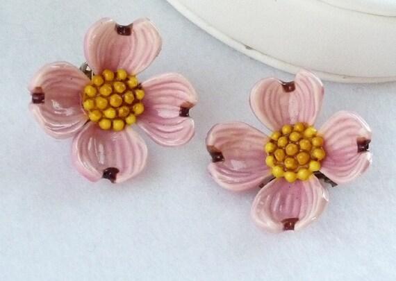 Dogwood Flower Earrings in Vintage Pink Mauve