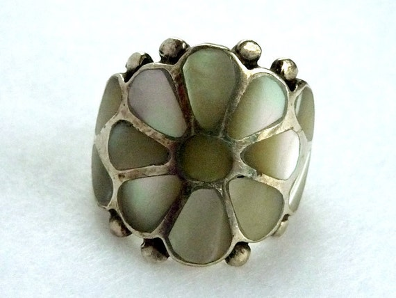 White Flower Sterling Ring - Southwestern Vintage Mother of Pearl MOP