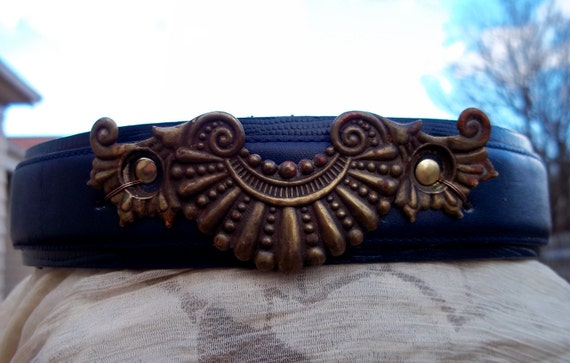 The Nautilus (padded leather martingale collar)