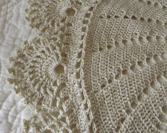 Creme Crocheted Round Doily Centerpiece