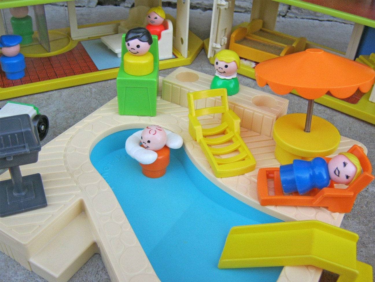 Vintage Fisher Price/Playskool Holiday Inn Family Vacation