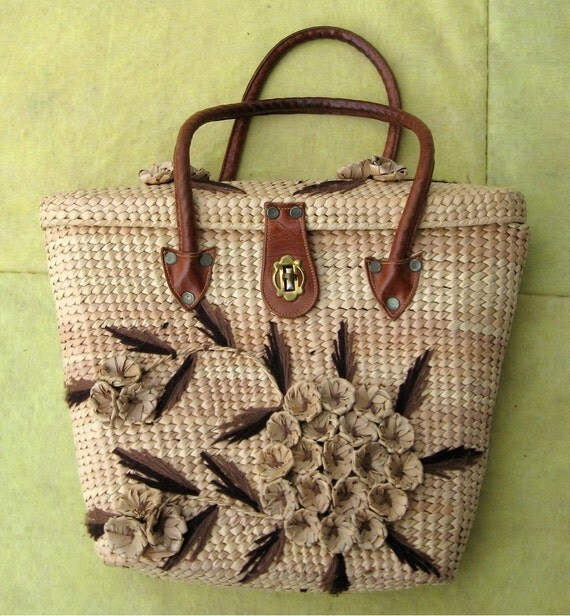 60s Straw Purse with Leather Handles / Raffia Flowers / Classic Summer Time Vintage / Hip Happening Purse