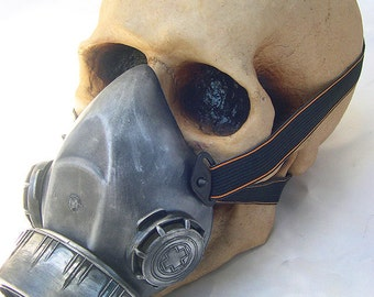 Lightweight Steampunk Single Filter Chemical Nuclear Fall Out Biological Warfare Respiratory Gas Mask-BURNING MAN -OCCUPY Silver Pewter Look