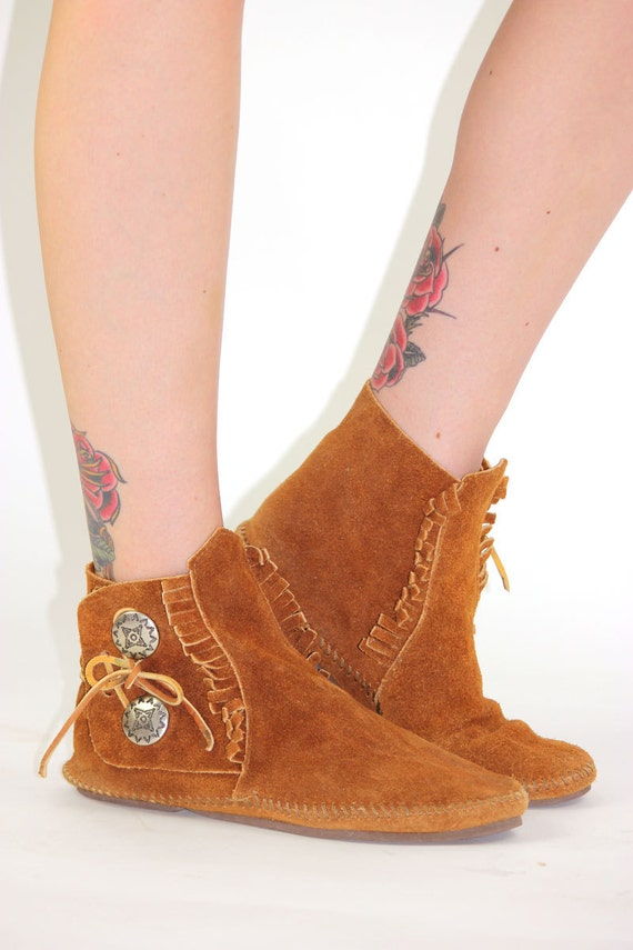 brown minnetonka moccasins ankle boots fringe buttons womens