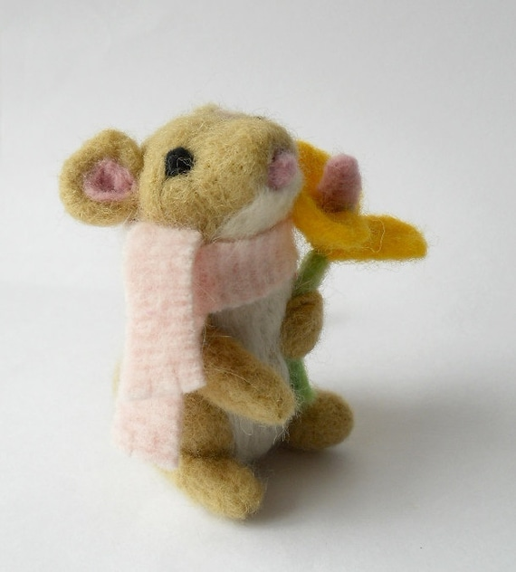 needle felted animal, mouse soft sculpture, flower mouse miniature, felted animal, wool miniature, Blossom