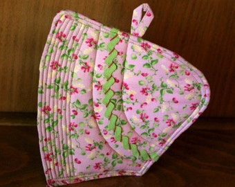Potholder Mug Rug -Sunbonnet Sue  Retro Quilted Pink Floral with Green Rick Rack