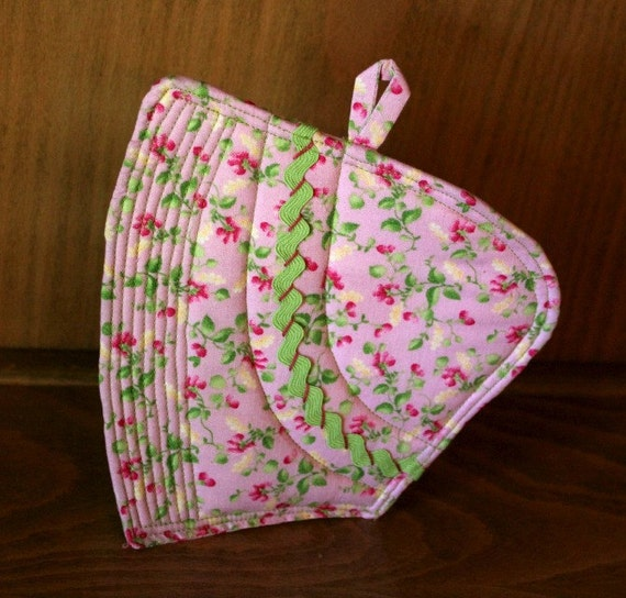 Potholder Mug Rug -Sunbonnet Sue  Retro Quilted Pink Floral with Green Rick Rack
