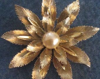 Lisner Vintage Signed Leaf And Faux Pearl Brooch