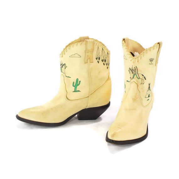 Line Dances with Wolves: Southwestern Cowgirl Boots by Zodiac. Ivory sueded leather Pee Wee Western booties. Tribal Flava - Womens size 6.5