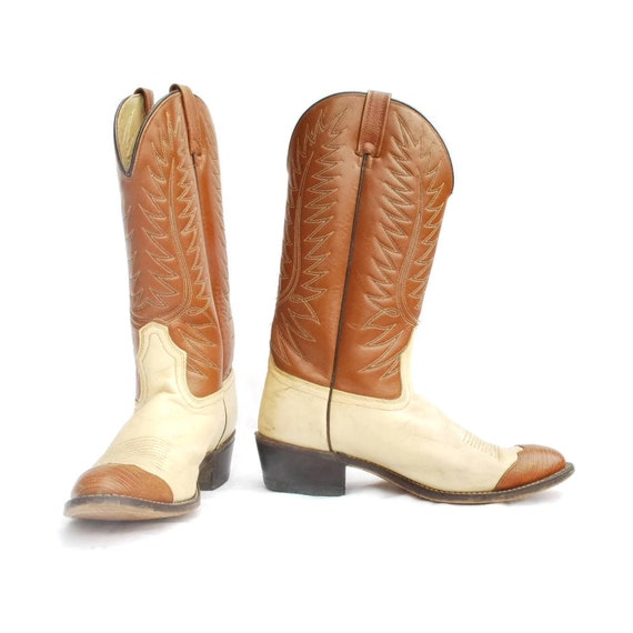Acme Cowboy Boots: Honky Tonk Wingtip. Rare vintage boots. Cream and chestnut. Preppy Country Flava - Mens size 9.5