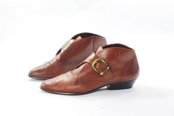 Pilgrim Chic Buckle Booties. Brown leather Ankle Boots. Fashion forward Elvin Foot Coverings by Thom McAn - Women's size 6.5 (Vtg 7)