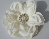 Ivory Hair Flower with rhinestones and pearl centerpiece / bridal ivory flower hair clip / wedding flower perla II