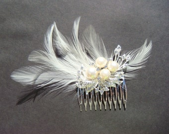 Sparkling Swarovski Bridal Rhinestone Hair Comb with pearls and elegant feathers / ivory / vintage style glamour