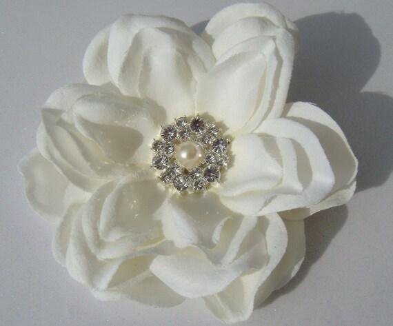 PRIORITY Ivory Hair Flower with rhinestones and pearl centerpiece / bridal ivory flower hair clip / wedding flower perla II