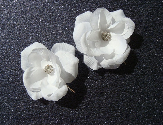 2 PURE WHITE Flower Hair Pins with RHINESTONE bridal white hair flowers / flower hair bobby pins Beach Bride