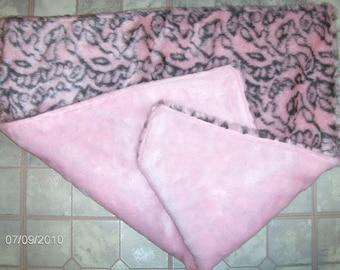 Pink faux fur pet blanket